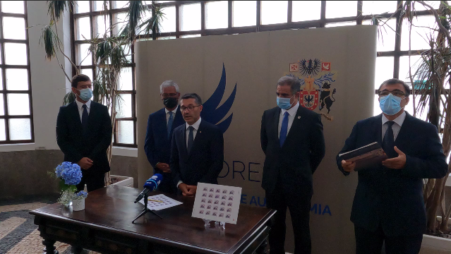 Comemorações dos 45 anos de Autonomia - Sessão Recreativa Histórico-Cultural - Apresentação do selo comemorativo, Luís Garcia, Presidente da ALRAA